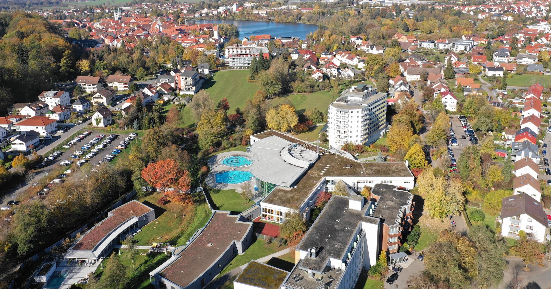 Übersicht Luftaufnahme Rehakliniken und Waldsee-Therme