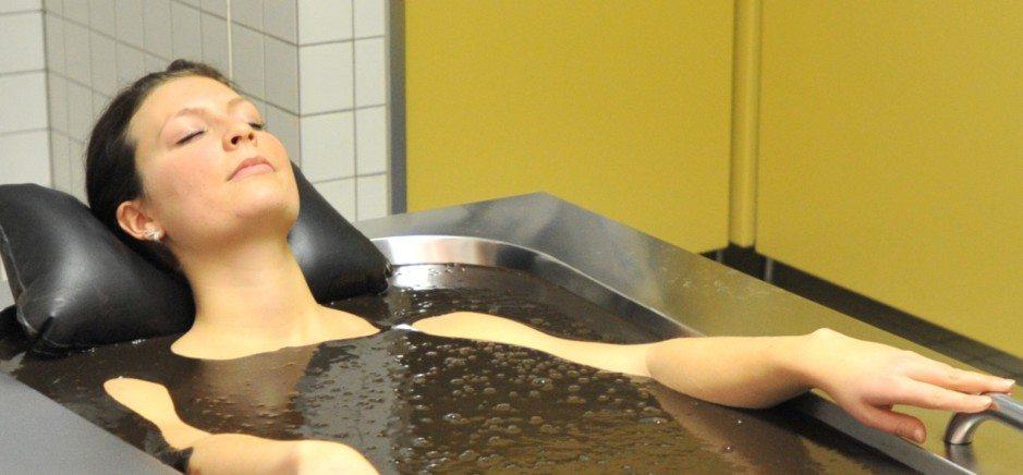Moorbad baden im Moor Therapie Moortherapie