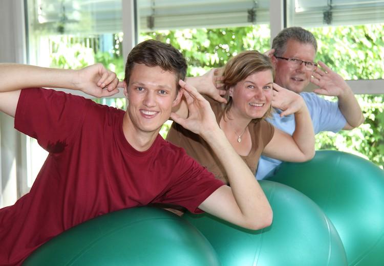 Wir über uns - Übungen auf dem Ball