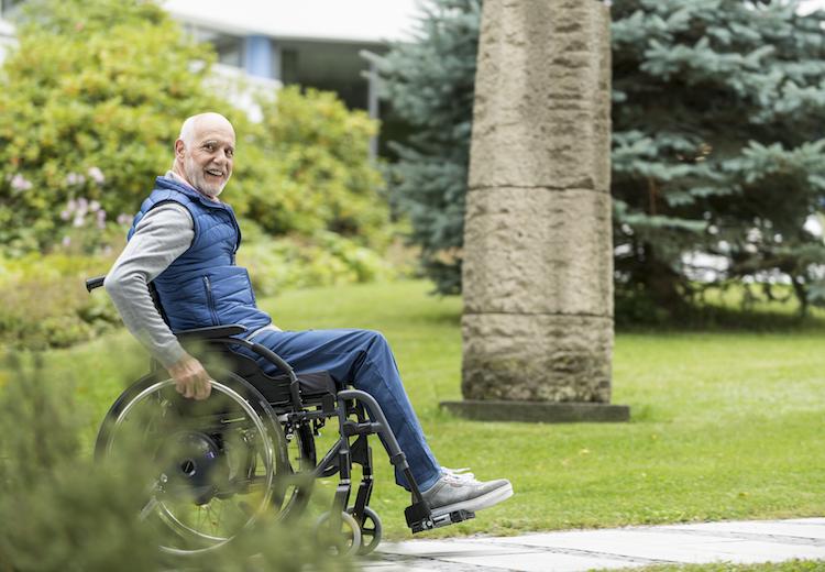 Unsere Indikationen im Überblick - Mann im Rollstuhl